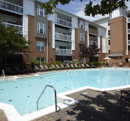 Pool Camden Fair Lakes Apartments in Fairfax, Virginia
